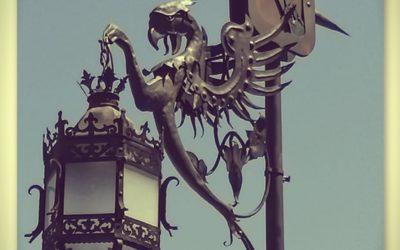 De dragones y mascarilla